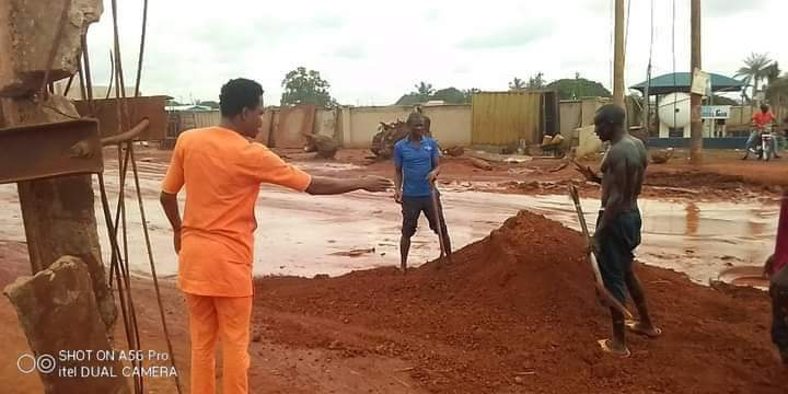 Man repairs road abandoned by govt  in Benue