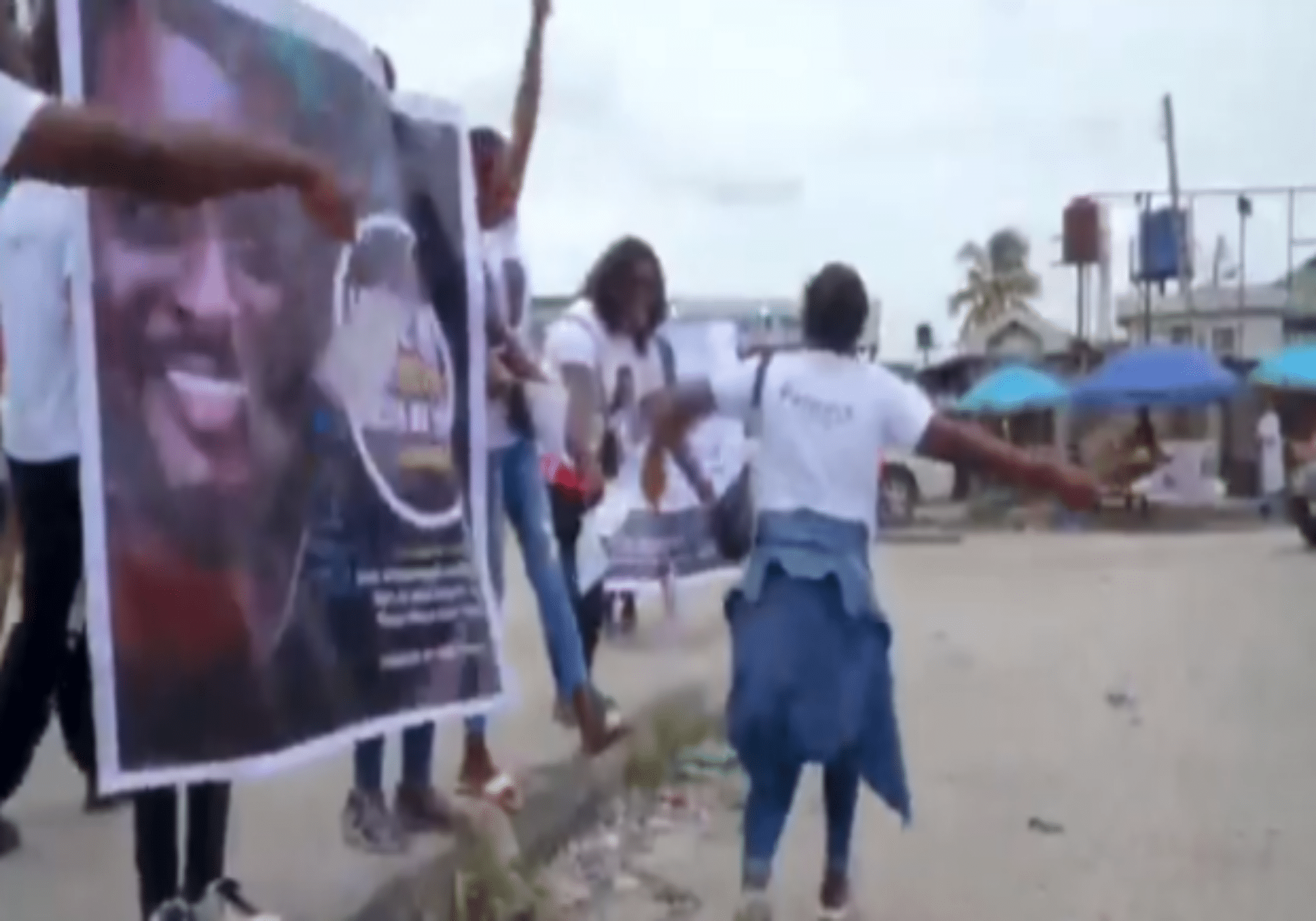 Pere's fans campaign for him