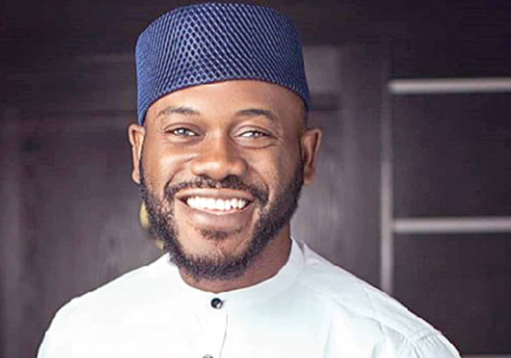 deyemi okanlawon replies a follower who said he is unapproachable
